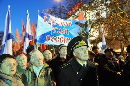 Более 10-ти тысяч севастопольцев призвали президента навести в стране конституционный порядок